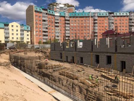 В Улан-Удэ строят здание с теплым переходом для школы № 33